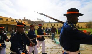 Militares en Castillo de la Buena Esperanza
